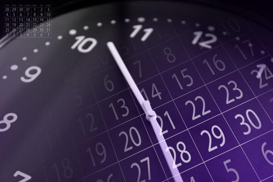 Kello ja kalenteri.