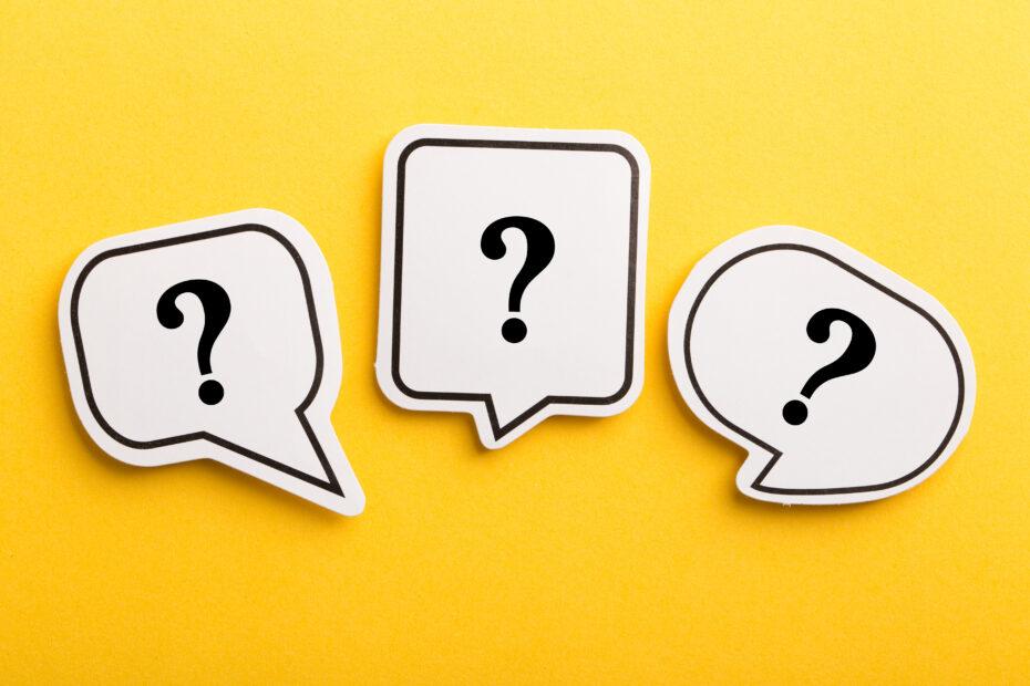 Kysymysmerkkejä puhekuplissa