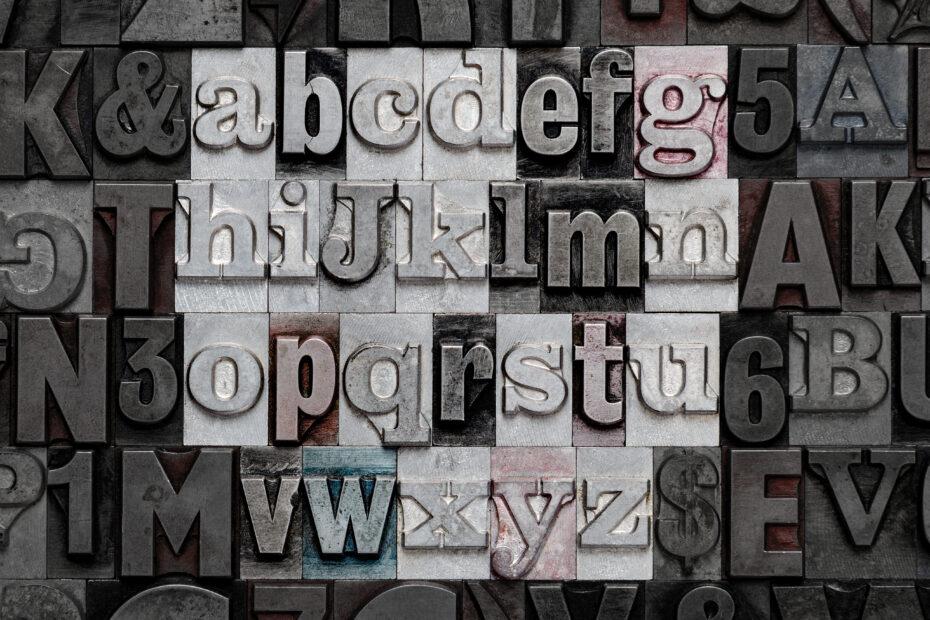 Pieniä kirjaimia.