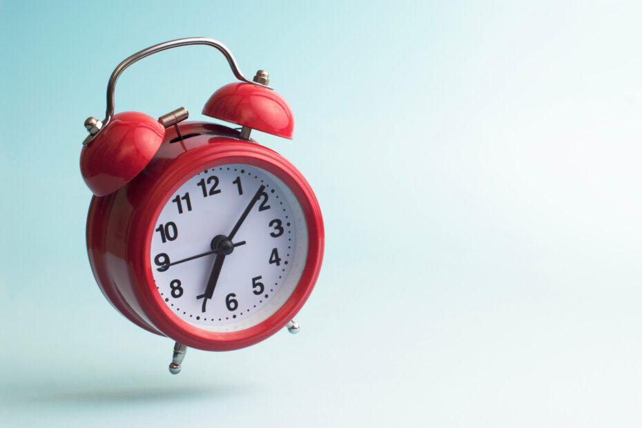 Punainen herätyskello.